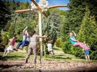 Gyereknapi programok és borkóstoló a Folly Arborétumban